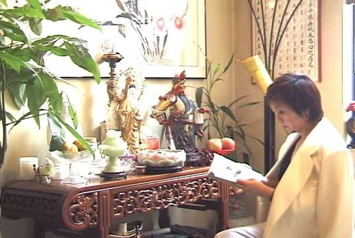 Yushi worshipped many idols to protect her business